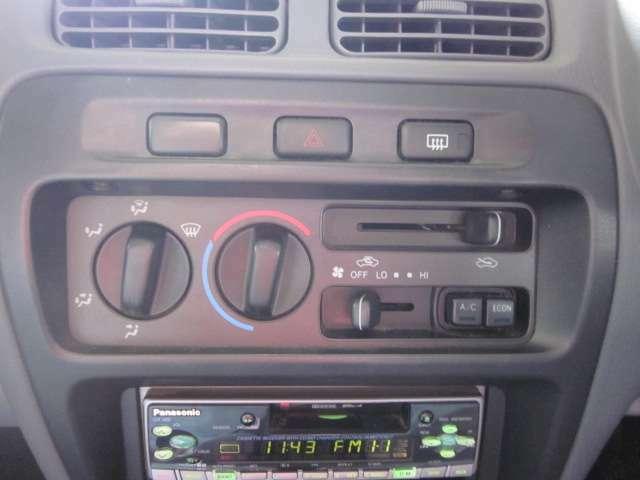 こちらのお車はマニュアルエアコンとなっております。