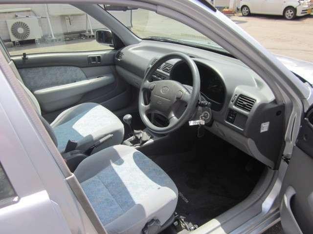 コンパクトなボディで運転もラクラクです♪明るい色の室内です!