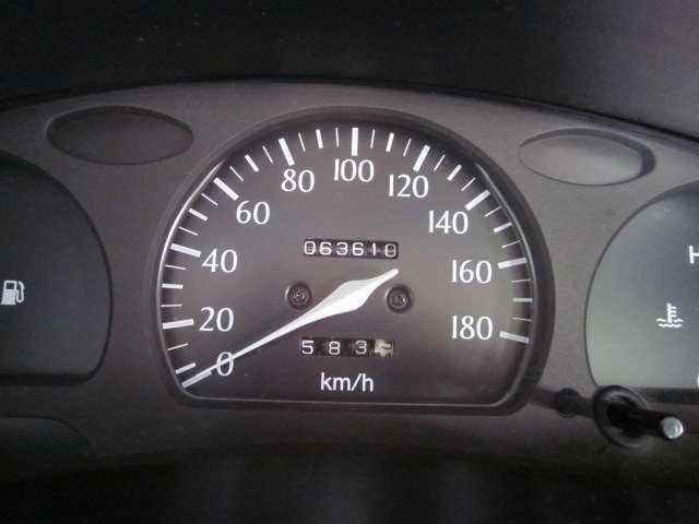 大きくて見やすいメーターです。走行距離も6.4万kmでまだまだこれからのお車です!