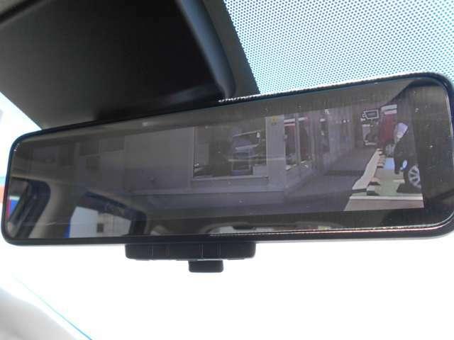 スマートルームミラー、カメラの映像をミラーに映し後方が確認できます。