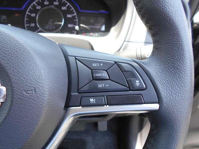 インテリジェントクルーズコントロール。設定した速度内で先行車をカメラで検知して車間を保つように追従走行をしてくれます。