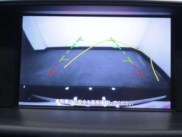 【バックカメラ】後方の映像がモニターで確認できます。駐車が苦手な方にお勧めの補助機能です。