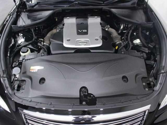 【エンジン型式】VQ25HR【種類】V型6気筒DOHC【JC08モード燃費】11.2km/リットル ※カタログ値