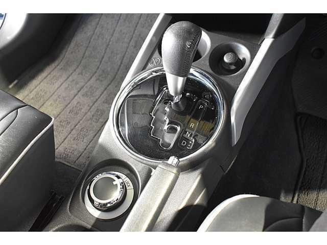 スポーツモード6速CVT(無段変速機)/ダイヤル式ドライブモードセレクター(2WD・4WD・4WDロックの3モード切替)※三菱伝統の4WDシステムで粘り強い走破性を発揮します!