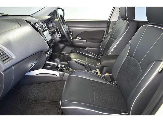 SRSデュアル(運転席・助手席)+ニーエアバック(運転席)/EBD機能付ABS/ASC(横滑り防止&トラクションコントロール) 注:シート生地はファブリックです(本革調シートカバーです)