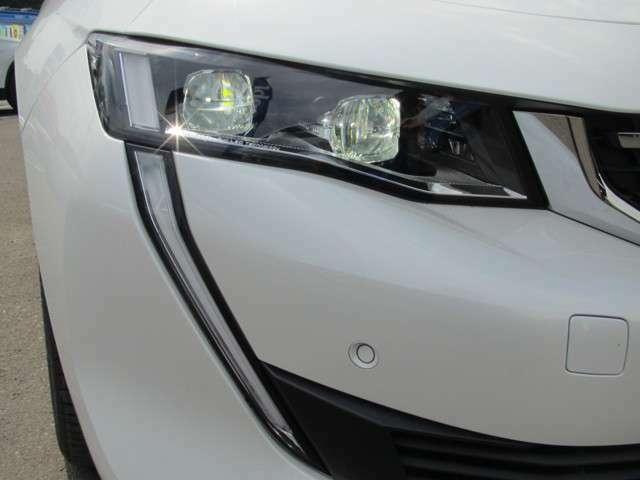 LEDヘッドライトは夜道でもしっかりと視界を確保してくれます。