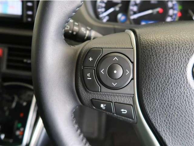 【ステアリングスイッチ】ハンドル周りのスイッチで、オーディオ操作、スピードメーター内の情報の切り替えが可能に!わき見運転をせずに、快適な運転が出来ますね☆