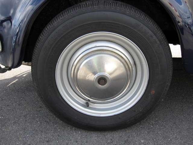 タイヤ4本新品入れ替えます。