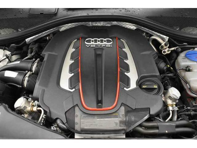 4.0TFSIエンジン『入庫時の状態もとても良く、エンジン機関も良好!ぜひ一度現車を御覧下さい!他にも多数の在庫を展示!』