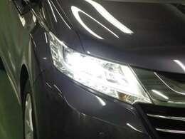 LEDヘッドライトが暗い夜道を明るくサポートします。