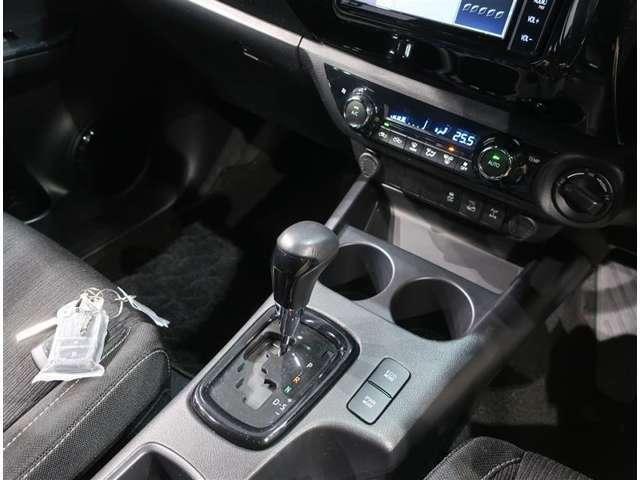 4WD車です☆4つのタイヤがそれぞれ駆動するので、雪道でもしっかりと進みます!!ブレーキ時も安心です。