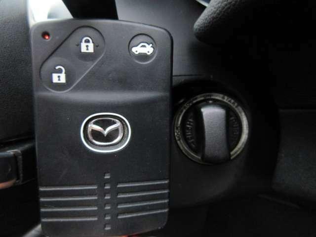 カードタイプアドバンストキーが装備されておりますのでカバンやポケットの中など持っていればドアのロックやアンロック、エンジンスタートなどが可能です♪