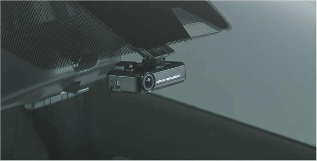 Bプラン画像:ヒヤリ!ハッと!!という時に役立つ運転中の必須アイテムのドライブレコーダーです。 ※画像は設置イメージです。
