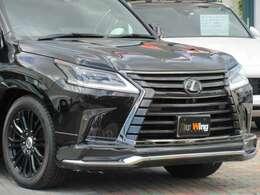 特別装備:スピンドルグリル(特別仕様車専用ブラック塗装)&フレーム(特別仕様車専用漆黒メッキ)