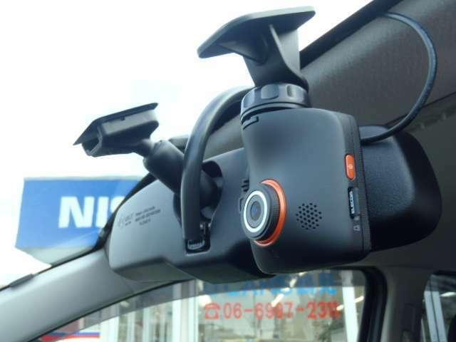 いざと言う時の事故やプライベートで動画を取る方にも一役いたします!外品ドライブレコーダーを装着!
