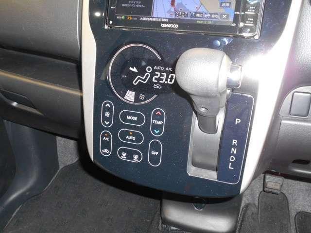フルオートエアコンは、温度を設定するだけで、車内をいつも快適にしてくれます!