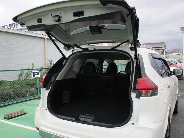 オートバックドア ボタンひとつで運転席からでも外からでもバックドアが自動開閉します。