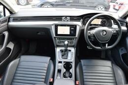 人を中心とした機能的なインテリア。フォルクスワーゲン車は、使いやすさと、視界の良さにもこだわっています。