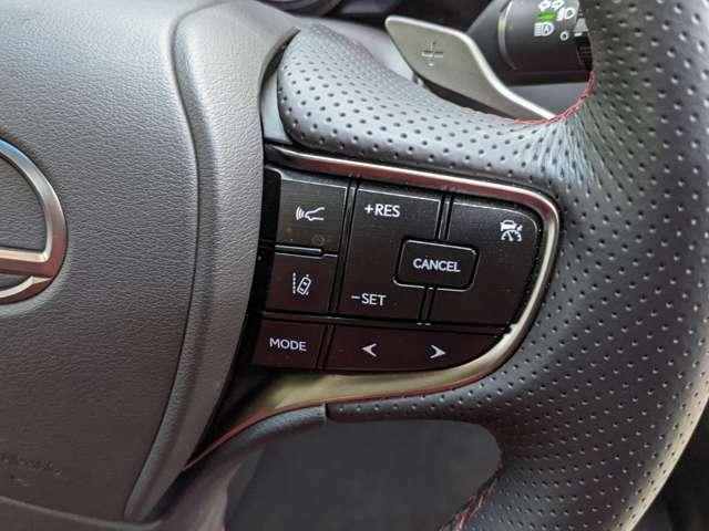 クルーズコントロールも装着済みで高速道路で楽々。アクセルを離しても一定速度で走行ができる装備です。加速減速もスイッチ操作でOKです。