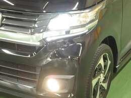 ディスチャージヘッドライト〈HID より遠くまで明るく照らして運転に安心感