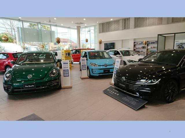 弊社ショールームには常時7台の最新モデルを展示しております。試乗車もご準備して皆様のご来店をお待ちしております。