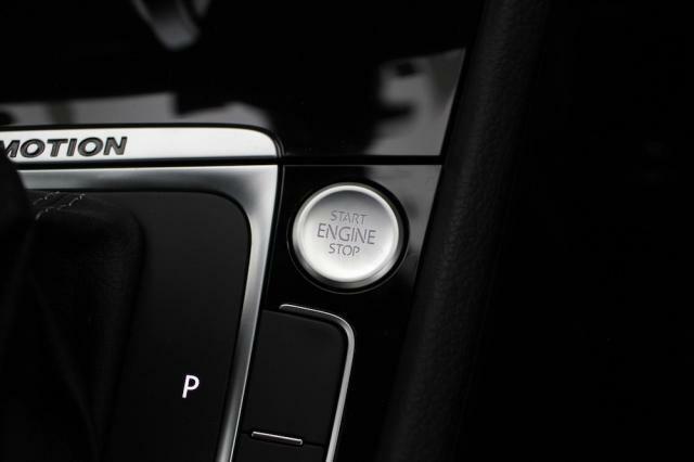 エンジンの始動停止もワンタッチで操作が可能です。煩わしいキーの操作も不要です。