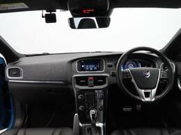 2015年モデルV40 T5 Rデザインが入庫いたしました。Rデザイン特有のスポーツペダル、パドルシフトを備えます。またポールスター仕様のエキゾーストパイプを備えよりスポーティーな走りが実現可能です。