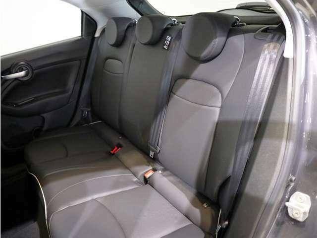 程良い硬さのシートは長時間のドライブでも疲れ知らずです!人が乗るにも、物置きとしても十分なスペースです!