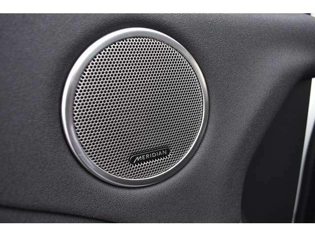 英国のトップオーディオブランド【MERIDIAN】サウンドシステム搭載。澄みきった高音から深みのある低音まで、豊かな音域で原音を忠実に再現してくれます。