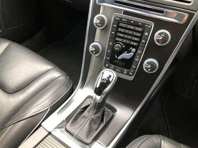2016MY XC60 Rデザイン 39000KM クリスタルホワイトパール