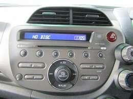 ★純正CDを装備してます♪お好みの各種ナビゲーション&TVへの取り換えもできますので是非ご要望ください♪ワンオーナー禁煙車両で内装も綺麗な状態です♪ABS・両席エアバックも付いてます♪