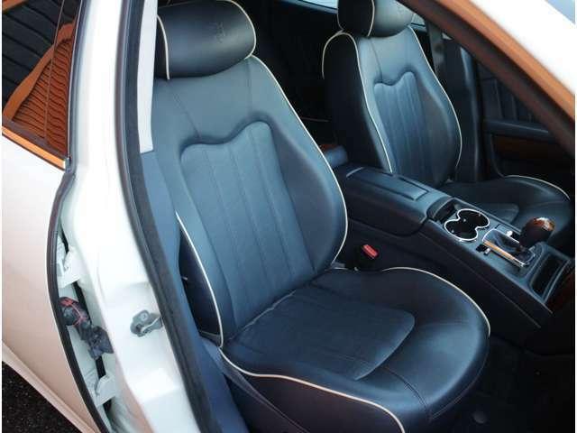 ディープブルーレザーシート!8WAYパワーシート!シートヒーター付!シート程度良好です!きれいなお車です!