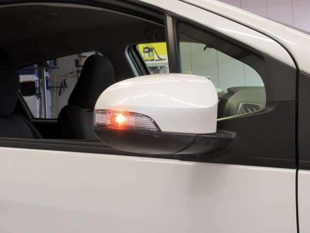 ウインカーミラーも現在は主流の装備になってきました。外見がカッコよくなるだけではなく、視認性も向上し、安全面にも貢献します。