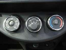 エアコンはダイヤル式のマニュアルエアコンです。お好みの風量で快適なドライブが楽しめますね