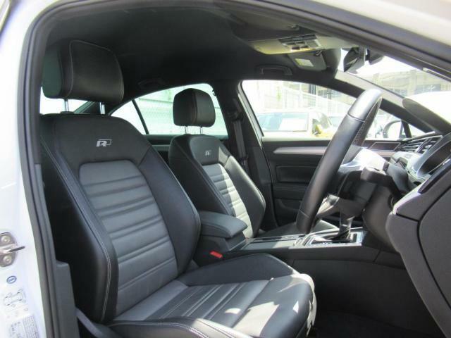 (運転席助手席) 全席レザーシート、前席はシートヒーター装備、運転席にはパワーシートを装備しております。