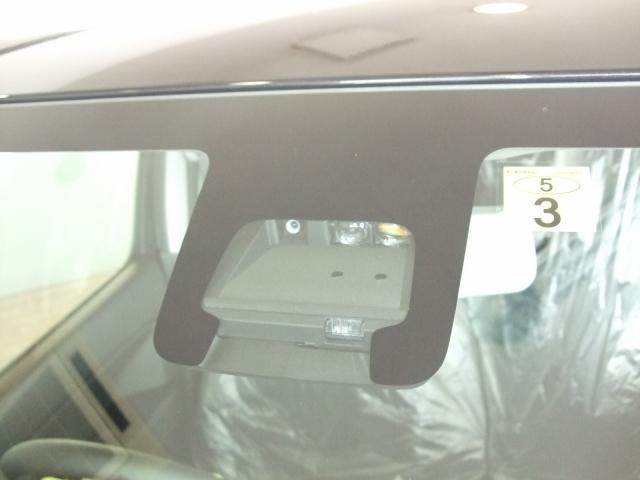 デュアルセンサーブレーキサポート搭載!フロントガラスのデュアルセンサーが前方の車や人を検知!近距離や夜間の検知のレーザーレーダーと歩行者も認識するカメラが万が一の危険を察知してくれます!