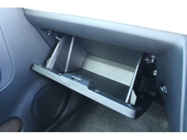 助手席前には、たっぷり収納できるグローブボックスがあります☆車検証や書類等の収納場所に最適です♪