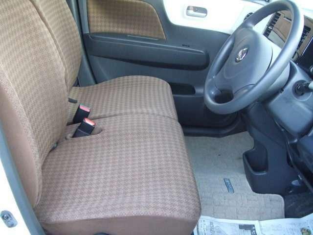 ☆★快適ベンチシート運転席にはシートヒーターがありますよ★☆