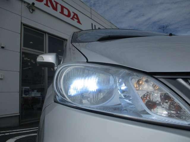 ディスチャージドランプ(HIDヘッドライト)付き!蛍光灯のような明るいヘッドライトです!消費電力が少なく、耐久性に優れていて切れにくいライトです!