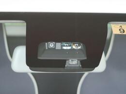 【衝突回避支援ブレーキ機能】低速から中速まで広い車速域で、先行車との衝突の危険性が高まった場合に緊急ブレーキで減速。衝突回避または、被害軽減をサポートします。