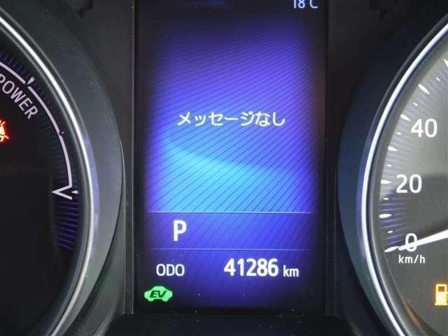撮影時の走行距離は約4.1万kmです。安心のハイブリット保証付きです。
