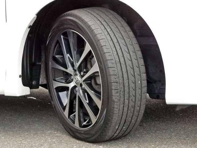 ★純正18インチアルミ付きです!!★タイヤの溝もござおますご安心ください!!