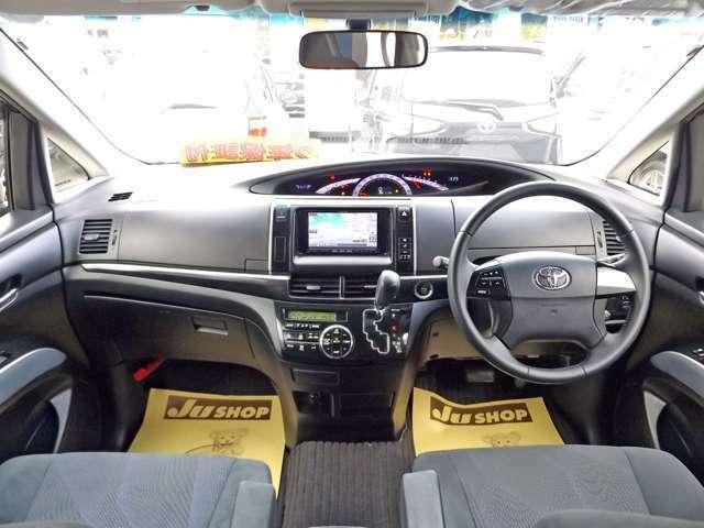 ★シックな色使いの運転席周りで、すっきりとしたデザインで上品な色使いです。居心地の良い運転席、長く座ってられるリラックスできるデザインがいいです♪(☆内装クリーニング済みです☆)