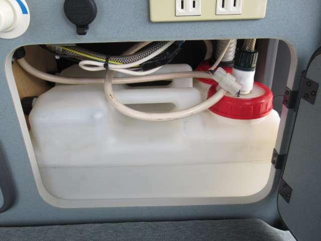 水廻りはポリタンク式となっております!給水・排水ともに10リッターとなります♪