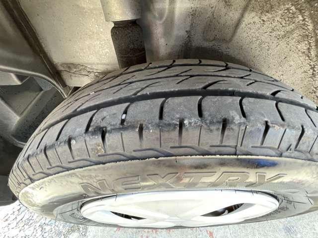 タイヤの山は、まだまだ有ります新品交換もできます。