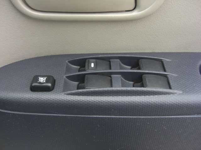 パワーウィンドーのスイッチです♪お子様が同乗した時にパワーウィンドースイッチで遊ばないように運転席にはキルスイッチが付いていますので安心です♪