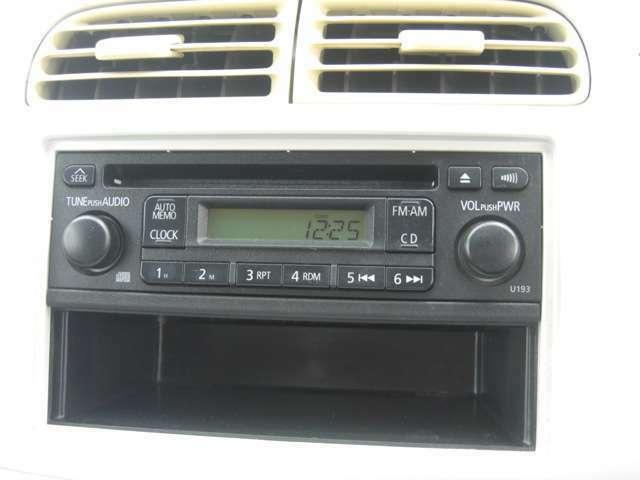 純正のAM・FM・CDデッキです♪しかしながらCDは再生不可です。ご希望であれば市販のカーオーディオを取り付けることも可能です。取付作業もお任せ下さい♪
