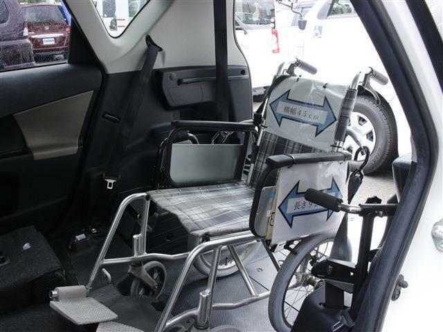 車椅子を載せても広いスペースを確保!