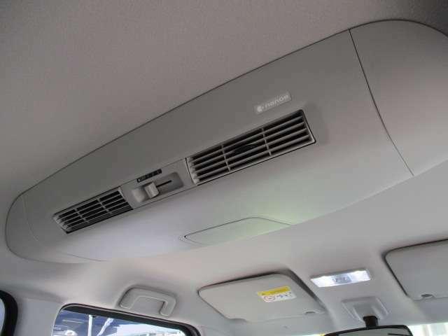 エアコンの冷温気を後席に効率良く配分する「リアシーリングファン」で室内は1年中快適♪