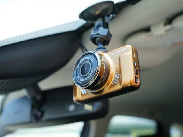 ドライブレコーダーも装備しています。万一の事故の際、録画映像が役に立つこともございます。